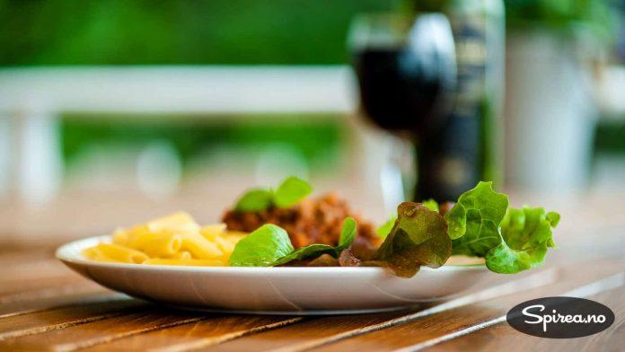Litt salat gjør seg på de fleste matfat.