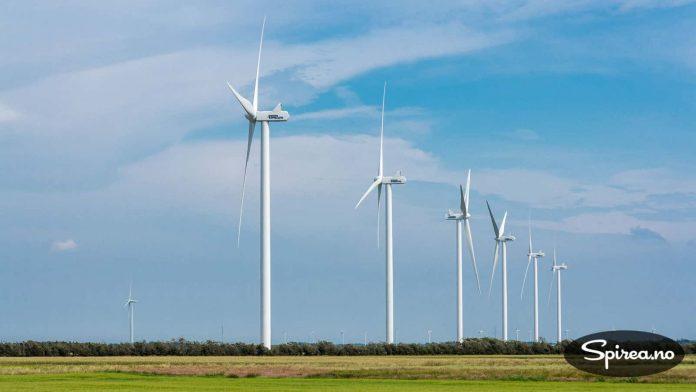 I Danmark satser de mye på vindkraft. Vi passerte utallige vindmøller på vår vei sørover.