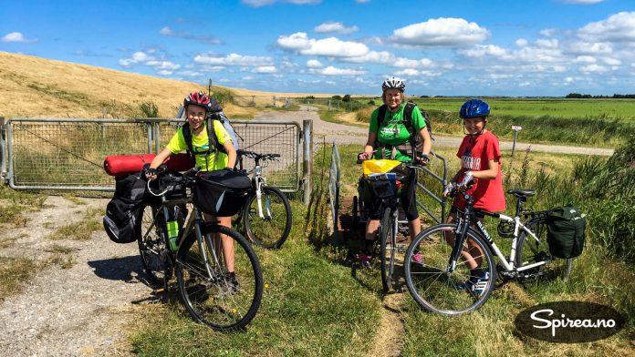 På deler av sykkelturen var underlaget grusvei, det gjorde at det ble tyngre å sykle.