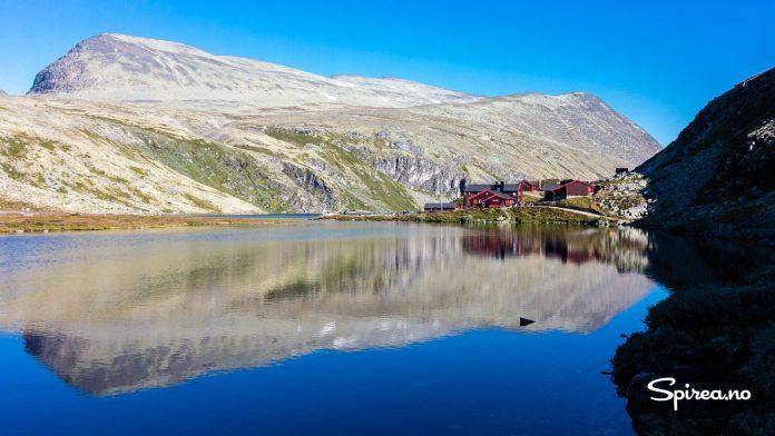 Rondvassbu Basecamp. Her lader du opp til turen. Og får mat og drikke - til fjell-priser...