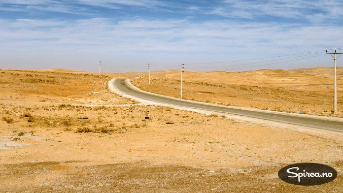 Slik ser det ut langs veien inn til Petra. I det golde landskapet er det vanskelig å forstå at beduinene har klart å overleve i tusenvis av år.