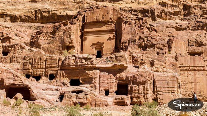 Ingen vet hvor mye av Petra som faktisk er gravd fram. Det du kan se i dag, er en blanding av enkle huler og langt mer avanserte byggverk innover i fjellet.