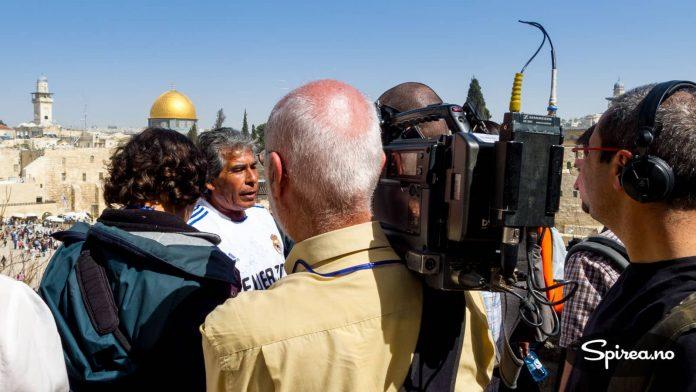 Etter å ha vært stengt nede i en chilensk gruve i flere uker, valgte flere av de overlevende å besøke sin religions viktigste sted: der Jesus døde på korset - på Golgata i Jerusalem.