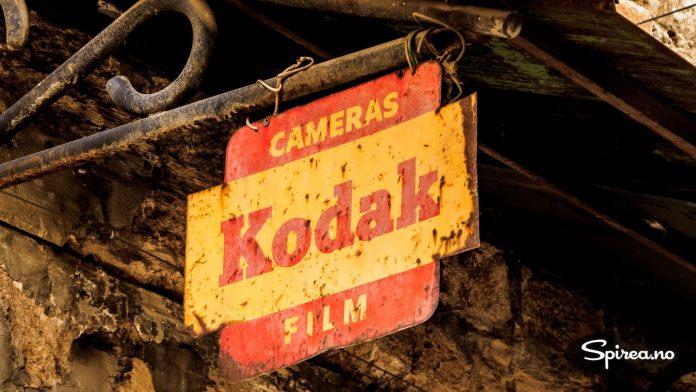 """""""Kodak moment"""" var et begrep en gang. Nå er den historien like gammel som dette skiltet."""