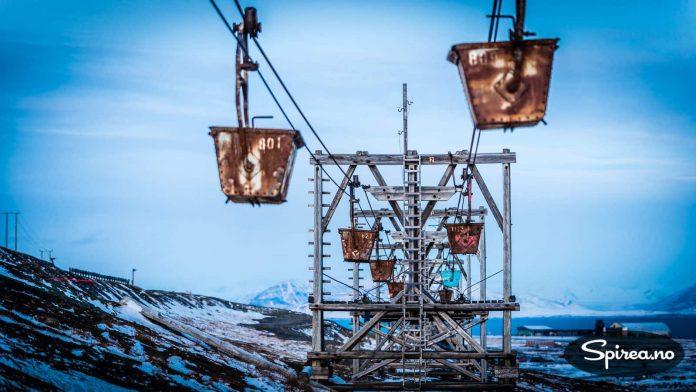 """Husker du den dramatiske scenen i """"Orions Belte"""" hvor Helge Jordals rollefigur redder livet ved å legge seg oppi en slik kull-vogn? Det ble filmet her."""