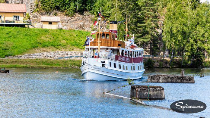 Den staselige kanalbåten Henrik Ibsen er nylig pusset opp for 20 millioner kroner.