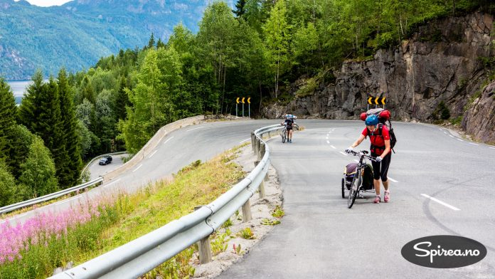 """De fleste biler slet opp denne bakken, av oss kalt """"Mördarbakken"""". Tenk hvordan det var for oss syklister..."""