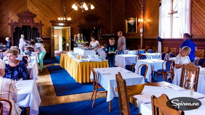 Spisesalen er ikke det mest luksuriøse rommet på Dalen Hotel, men detaljene er holdt historisk korrekte. Ingen plaststoler å se!