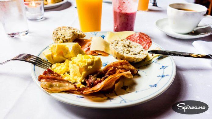 Egg og bacon er Tores absolutte favoritt når det gjelder frokostservering.
