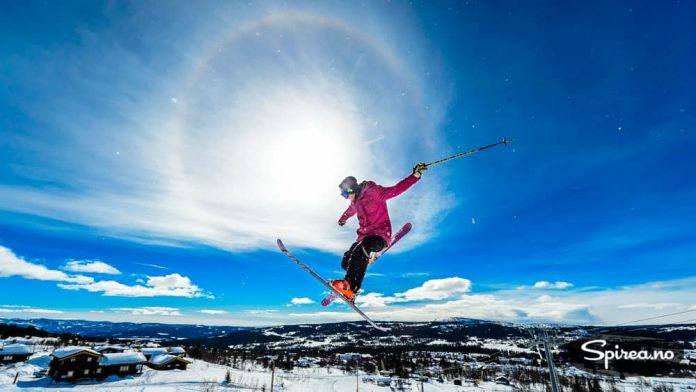 Parken på Skeikampen tiltrekker seg skikjørere som får til de utroligste ting med ski på beina.