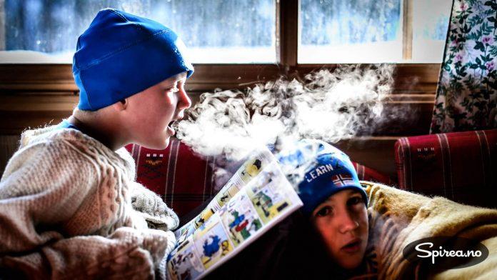 Kaldstart: Hytteturer vinterstid betyr ofte at man må bruke litt tid på å få det varmt. Heldigvis er det god vedovn på Bekkestua. Men ta med varme gensere til alle!