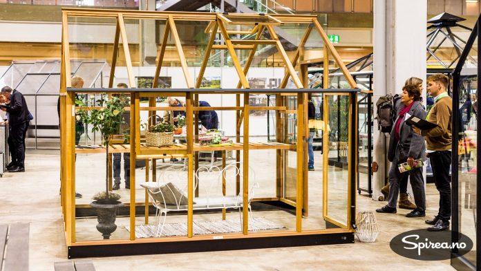 Dette flotte drivhuset i sedertre var blant de rimeligste vi så, messepris 31.000 kroner.