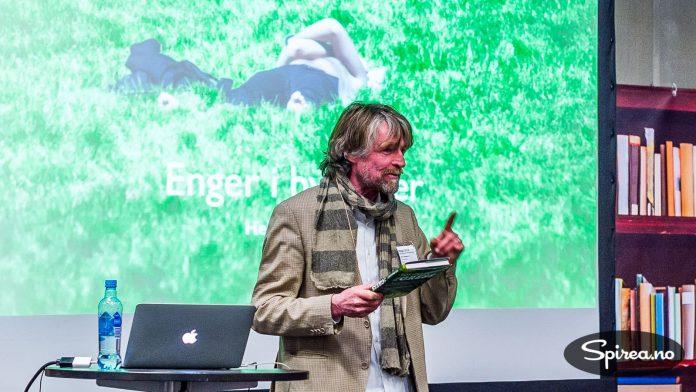 Tor Smaaland holdt foredrag om forandringene som er gjort i Slottsparken de siste årene.