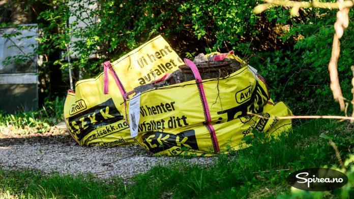 Avfallssekker fra firmaet iSekk er veldig kjekt å ha når du skal bli kvitt diverse tungmasser. Du kan fylle dem med cirka 1 kubikkmeter avfall, så bestiller du henting via nettbutikken til iSekk.