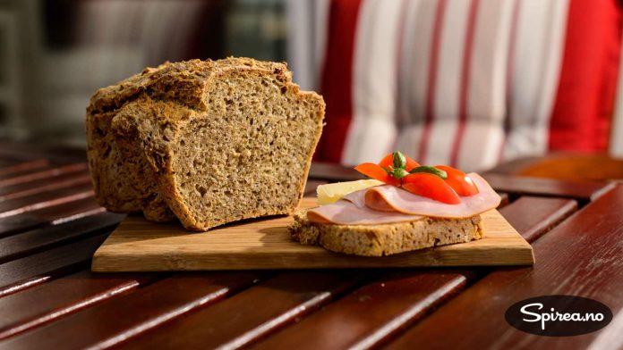 Dette brødet kan du også bake, og det tar ikke mer enn fem minutter i aktiv innsats.