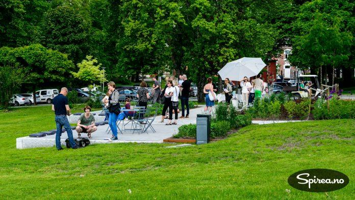 Den enkle hagen på Ås er åpen for alle.