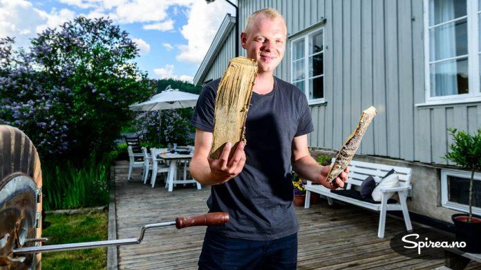 Rasmus bruker alltid bjørkeved når han fyrer opp i steinovnen. Kubben til venstre betyr 100 ekstra grader, den til høyre gir 30.