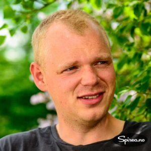 Rasmus Nørgaard er opprinnelig fra Randers i Danmark, men skal nå lære nordmenn å lage mat i steinovn.
