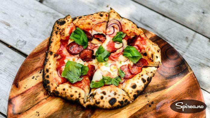 SÅNN skal en ekte pizza se ut! Dette må du ha steinovn for å få til.