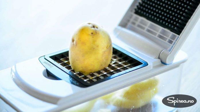 Med en sånn kutter er det enkelt å lage hjemmelaget pommes frites. Vi beholder skallet på når vi bruker nypoteter.