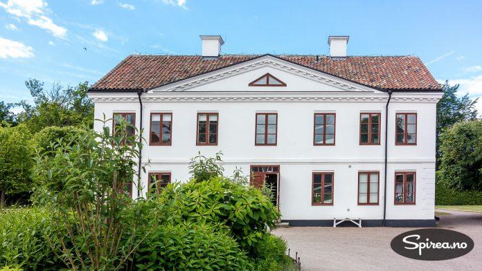 Herregården på Fredriksdal blir i dag brukt som museum.