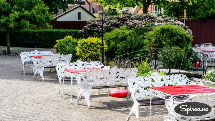 """Bäckahästen Kaffestugan er et hyggelig sted for en utendørs """"fika"""", som svenskene kaller sin kaffepause."""