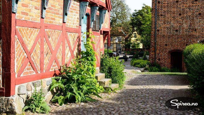 I Ystad er det tatt vare på over 300 bindingsverkshus. Det bor folk i de fleste av dem.