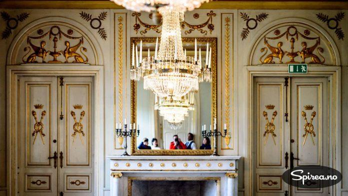 SlottsSpeilSelfie i en sal som helt klart bærer preg av at det har sittet konger og annet fintfolk til middag her. Nå kan du faktisk leie dette lokalet hvis du vil.