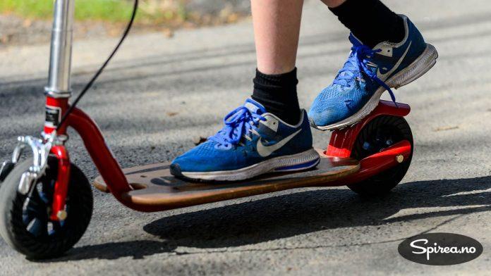 Med Goped sparkesykkel kan du kjøre fort selv om det er humper og ujevnheter i asfalten. De store hjulene demper vibrasjonen.