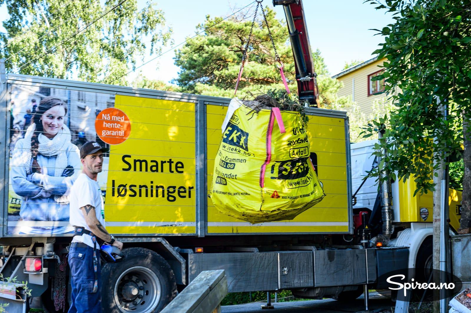 Sett opp iSEkkene innenfor 10 meter fra der bilen kan komme til, så sørger Håkon og hans kolleger for at det blir borte.