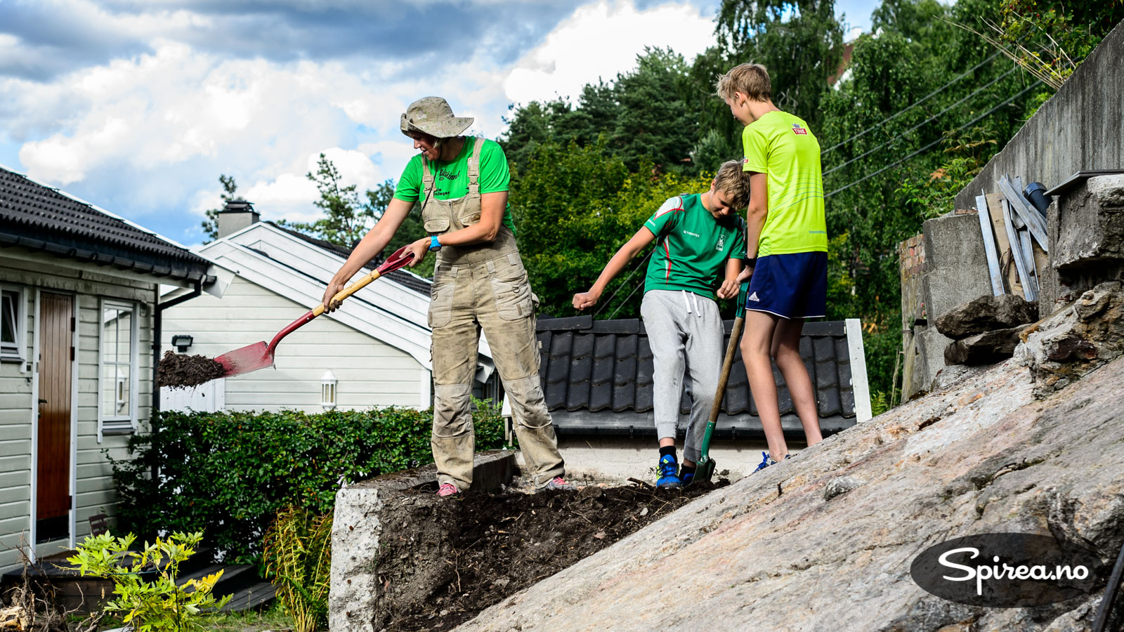 Få vekk ustabile jordmasser og erstatt med mer stabil pukk, grus og sand.