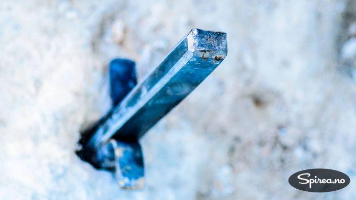 Fjellkilene er laget i et ekstremt hardt stål som heter Hardox-450.