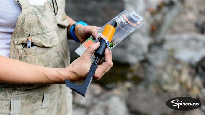 Et rensejern som dette kan brukes til å få vekk ugress nede i fugene.