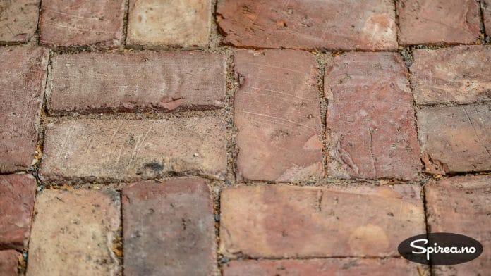 Mursteinene i gulvet er hentet fra Torshov i Oslo.