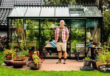 Bjarne Johannessen i Åsgårdstrand kjøpte drivhus i 50-årsgave til kona. Det angrer han ikke på.